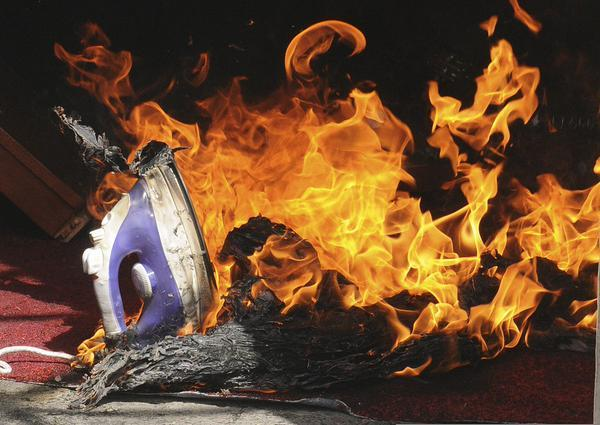 Bàn ủi có thể gây cháy nổ