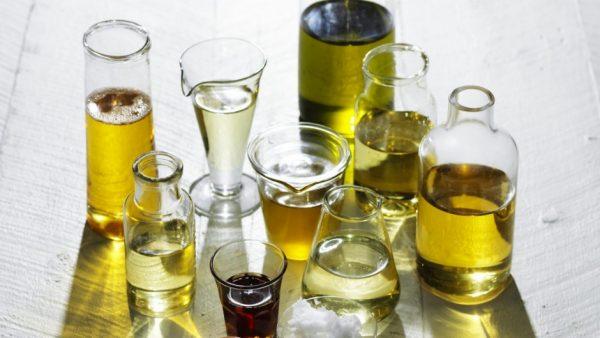 Dầu nền, dầu dẫn (tiếng anh là Carrier oil) là loại dầu thực vật được chiết xuất từ quả hoặc hạt