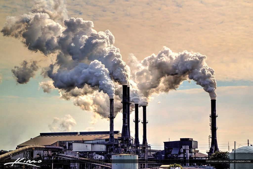 Chiếm tỷ lệ lớn nhất trong những nguyên nhân gây ra tình trạng ô nhiễm không khí là khói, bụi từ các nhà máy