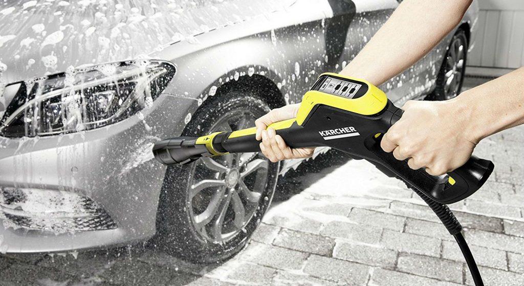 Hệ thống máy bơm tăng áp rửa xe ngày nay đã được tích hợp thêm máy tạo bọt