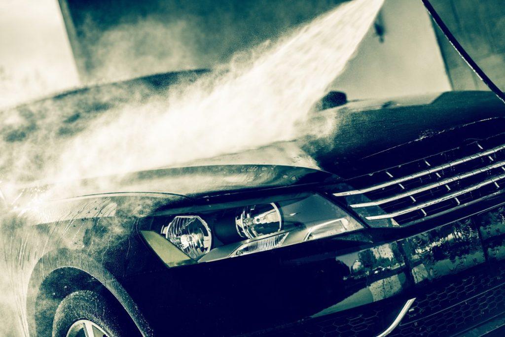 Khu vực phía sau lốp và bánh xe cũng rất khó khăn để có thể làm sạch bằng tay