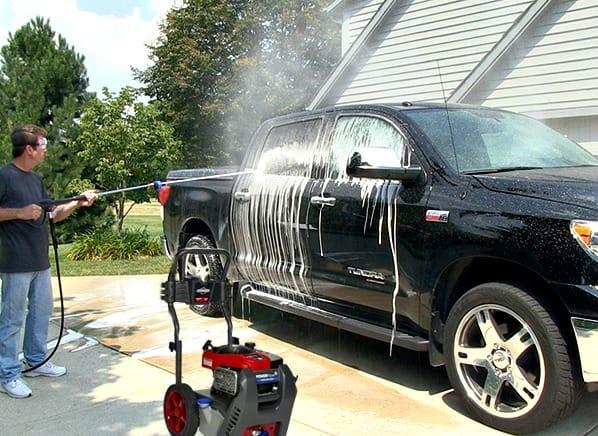 Chọn máy bơm tăng áp rửa xe nào tốt