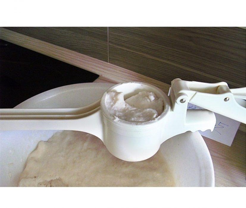 Sản phẩm được làm từ nguyên liệu nhựa ABS cứng cáp an toàn khi tiếp xúc với thực phẩm