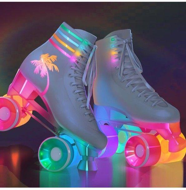 Ra đời khoảng những năm 90 của thế kỷ trước giày patin 2 hàng bánh đã làm mưa làm gió trên thị trường patin của Việt Nam cũng như của thế giới