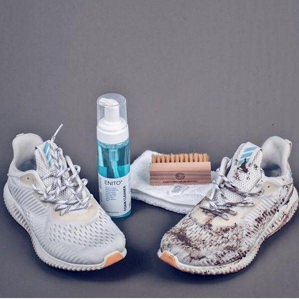 Sau một thời gian sử dụng giày sneaker thì chắc chắn đôi giày đã bám nhiều bụi bẩn