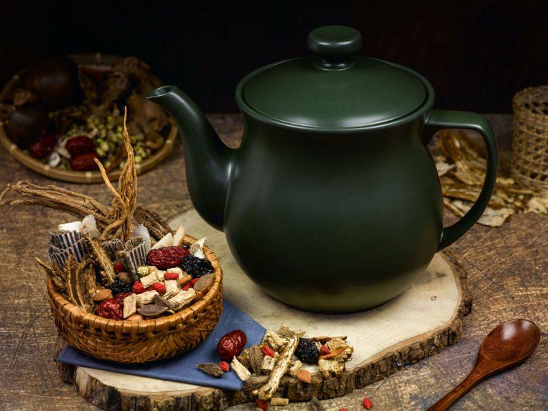 Công việc sắc thuốc bắc, nấu thuốc bắc tuy không vất vả khó khăn, nhưng lại đòi hỏi phải dành nhiều thời gian để nấu