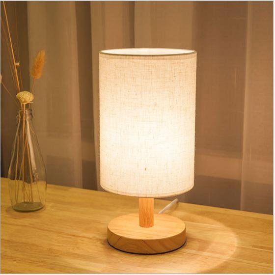 6. Đèn ngủ để bàn gỗ cao cấp