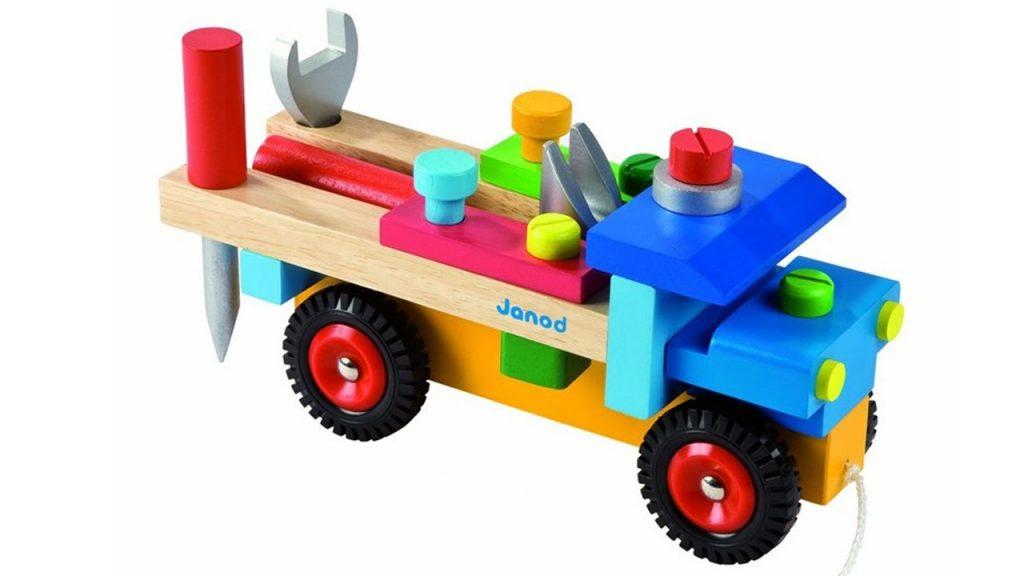 Trẻ từ 2-3 tuổi có thể chơi những bộ đồ chơi bằng gỗ