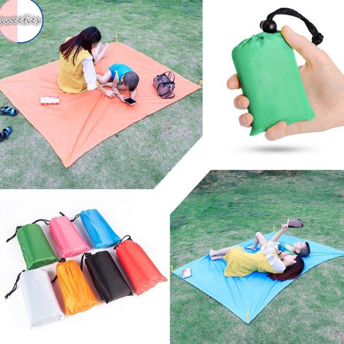 12. Thảm picnic mini chống ẩm tiện lợi