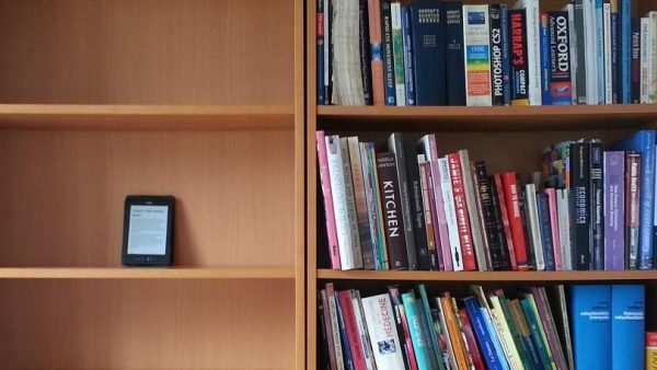 Nếu hoàn toàn chuyển sang dùng thiết bị đọc sách thì chi phí này sẽ giảm khoảng 60%