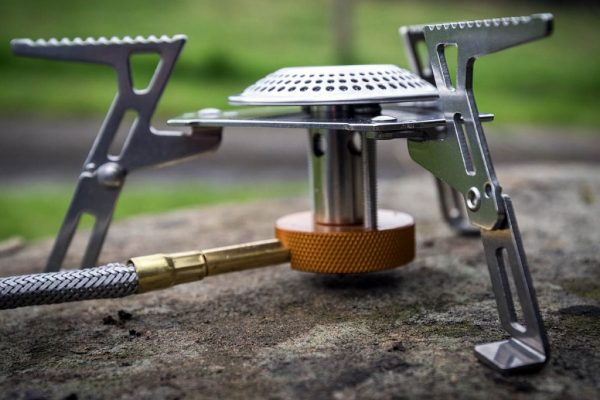 Trường hợp gia đình có xe oto và đi du lịch bằng oto thì nên dùng bếp nấu gas hoặc xăng