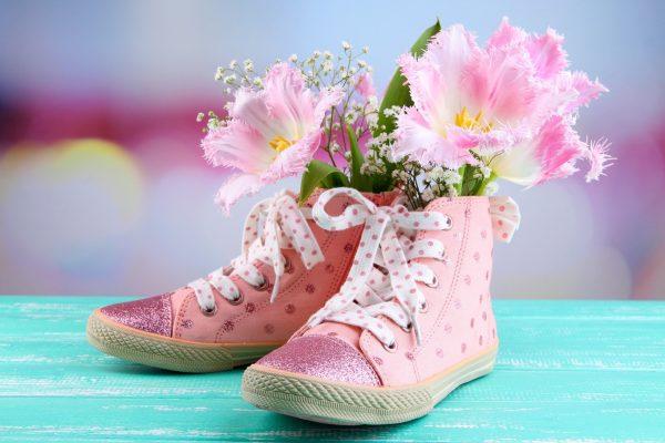 Vấn đề giày có mùi hôi khi sử dụng hằng ngày có lẽ ai cũng đã từng trải qua và đang phải vật lộn để tìm cách giải quyết
